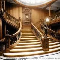 Le grand escalier avant de première classe, reliait....