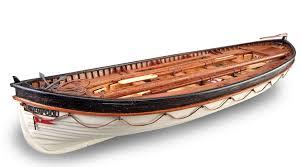Combien de canots le Titanic possédait-il ?